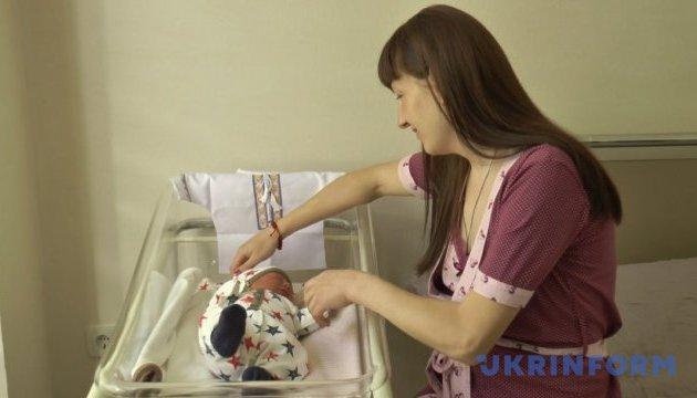 У Чернівцях новонародженим подарували вишиванки