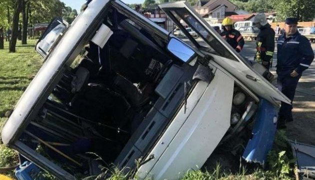 Аварія рейсового автобуса на Буковині: п'ятеро залишаються у лікарні