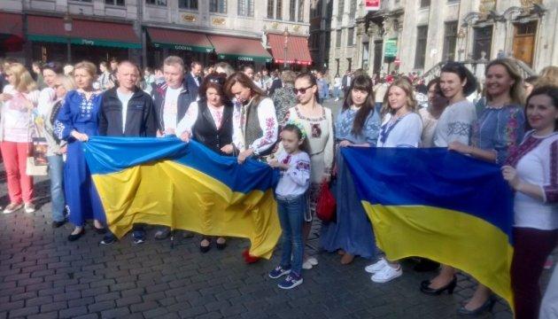 У Брюсселі українці та друзі України провели флешмоб до Дня вишиванки