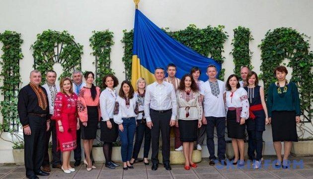 Українці у Франції відзначили День вишиванки