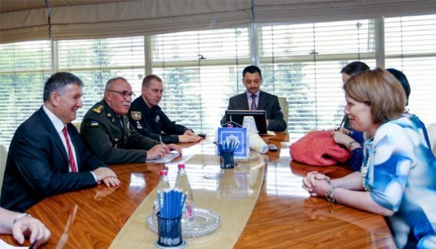Sicherheit beim Finale der Champions League: Innenminister Awakow trifft sich Botschafterinnen Großbritanniens und Spaniens