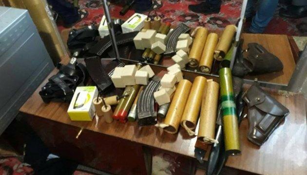У прапорщика-пенсіонера знайшли два десятки гранатометів