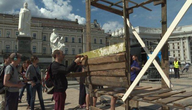 У Києві мистецька акція привернула увагу до проблеми стихійних поселень