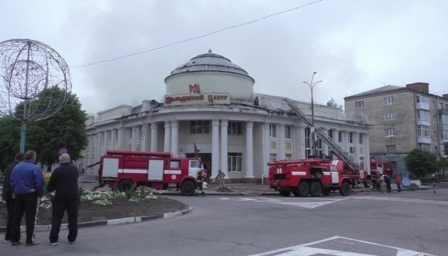 У Новограді-Волинському згорів дах на будівлі молодіжного центру