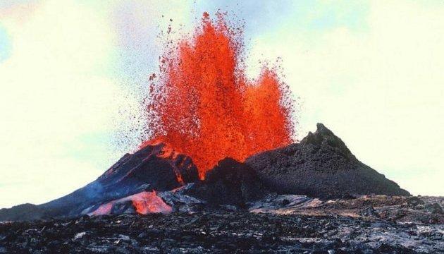 Лава из вулкана на Гавайях приблизилась к электростанции