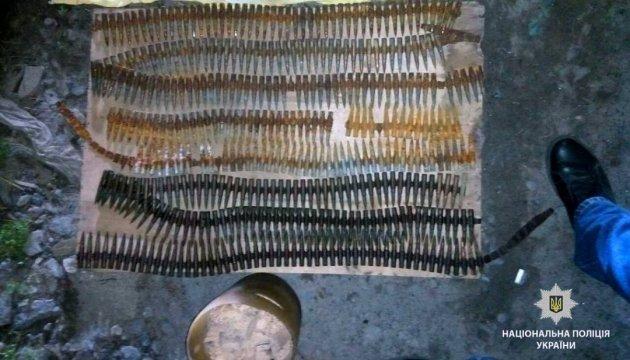 Великий арсенал боєприпасів і вибухівки вилучили у гаражі жителя Харківщини