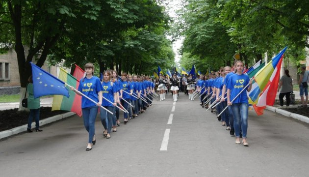 В Покровске День Европы отметили шествием