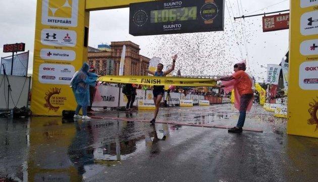 Українці Гелетій та Михайлова перемогли на Дніпровському напівмарафоні