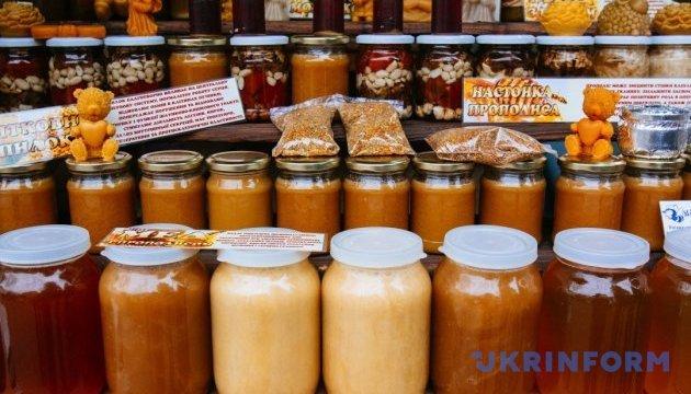 Мёдом и наливками будут угощать в Тернополе во время энтофестиваля пчеловодства