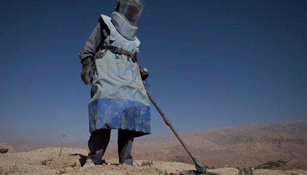 В Афганистане авто подорвалось на мине, восьмеро погибших
