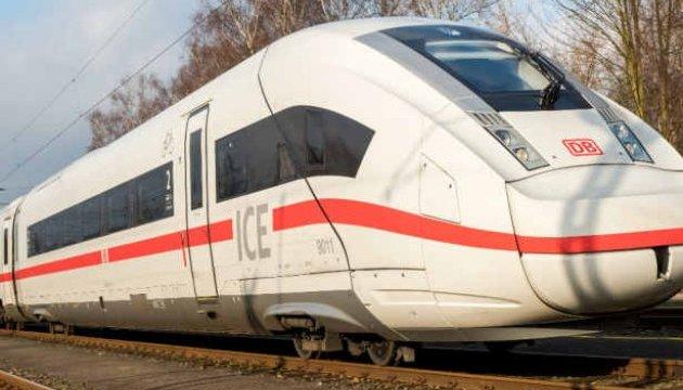 В Германии сняли с маршрута поезд, который забросали камнями хулиганы