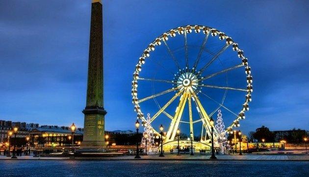 В Париже начали демонтаж известного колеса обозрения