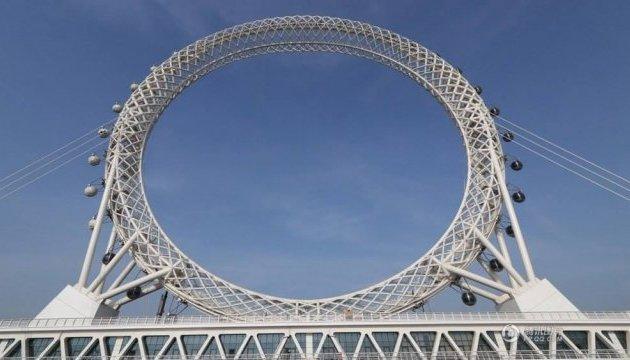 В Китае запустили гигантское колесо обозрения без центральной оси