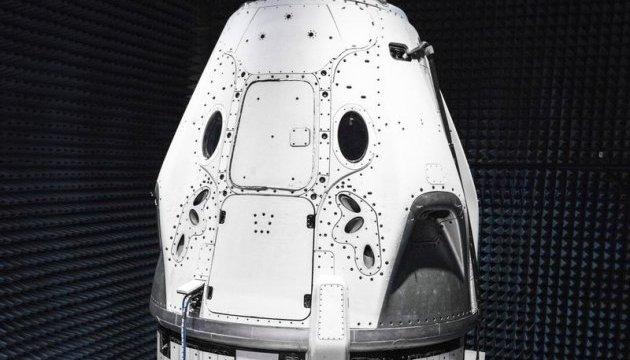 Маск показал финальный дизайн корабля для запуска астронавтов на МКС