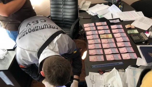 "На Николаевщине чиновник центра занятости погорел на ""откатах"""