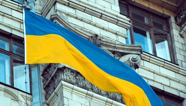 Blue and yellow flag was raised over Kyiv city council for first time 28 years ago