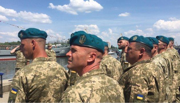 В ВМФ объяснили отказ некоторых морпехов сменить береты на церемонии с Порошенко