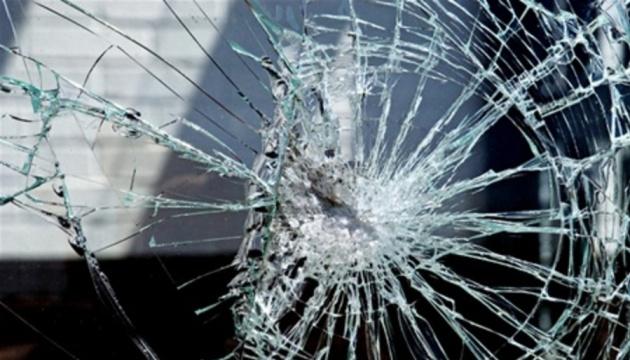 У Чернігові розтрощили автомобіль правозахисника