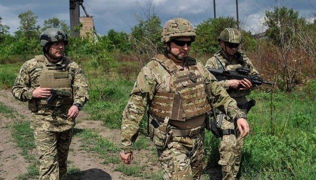 Эскалация на Донбассе: Турчинов провел совещание в зоне ООС и посетил передовую