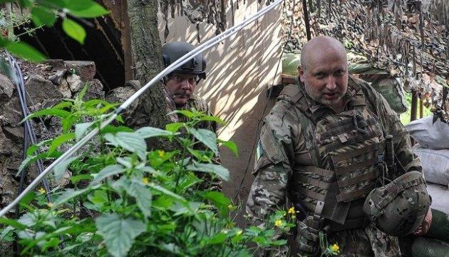Россия концентрирует войска на границе для возможных наступательных действий - Турчинов