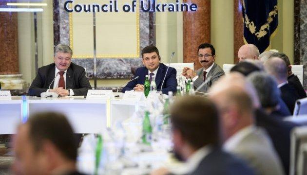 Порошенко сказал, что ждет Украину впереди