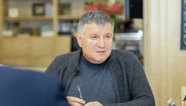 Черги за паспортами зникли, а безвіз залишився - Аваков