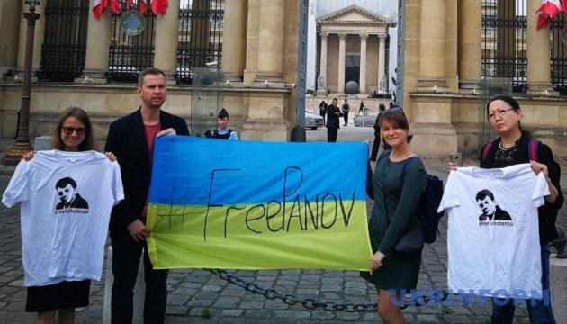 Правозащитники в очередной раз привлекают внимание французских политиков к Сущенко