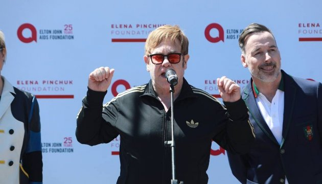 Elton John arrives in Kyiv to take part in anti-AIDS charitable event. Photos