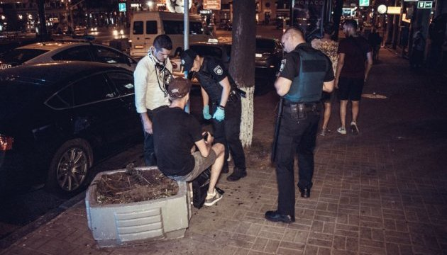 У Києві вночі почубилися футбольні фанати напідпитку