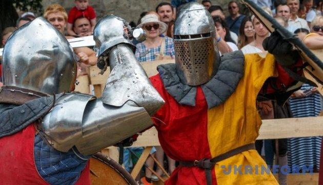 Співоче поле перенесе в епоху Середньовіччя