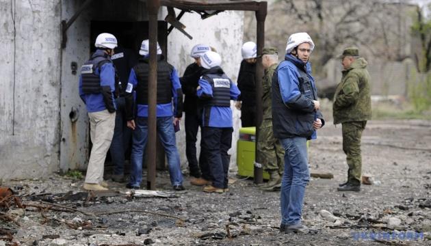 OSCE監視団、8月13日に東部で確認した爆発件数87件