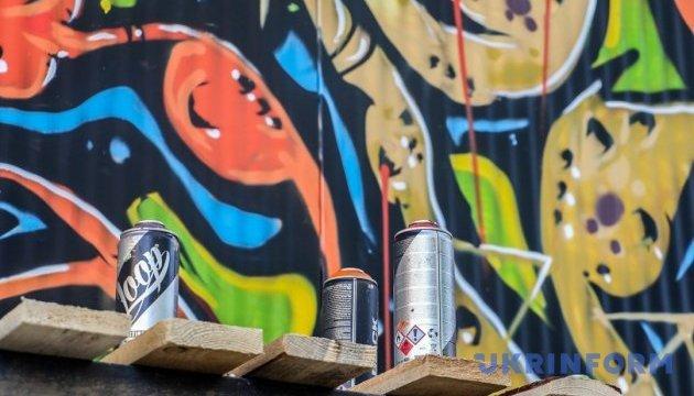 Граффити-художники разрисуют одесский музей