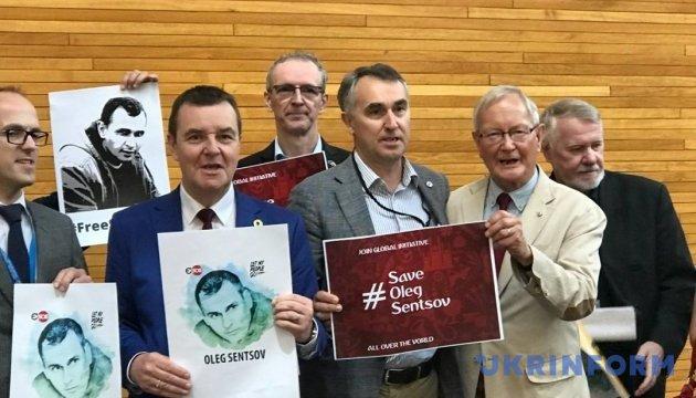 Flash mob demanding Sentsov's release held in European Parliament