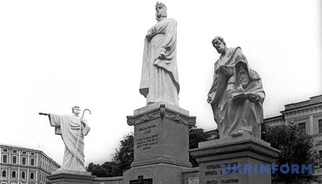 Памятник княгине Ольге на Михайловской площади в Киеве сейчас. Из фондов Укринформа