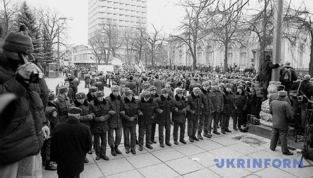 На фото: во время протестных акций на Майдане Независимости и возле Верховной Рады по поводу медленного расследования дела исчезновения журналиста Георгия Гонгадзе. Из фондов Укринформа