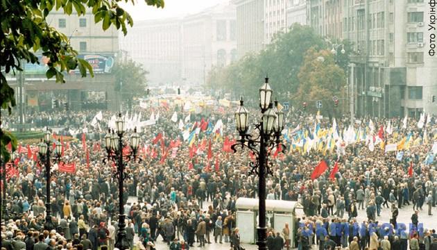 На фото: під час мітингу на Європейській площі. Фото: Укрінформ.