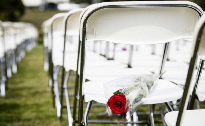 Трагедия рейса MH17: Родственники жертв провели акцию упосольстваРФ вГааге