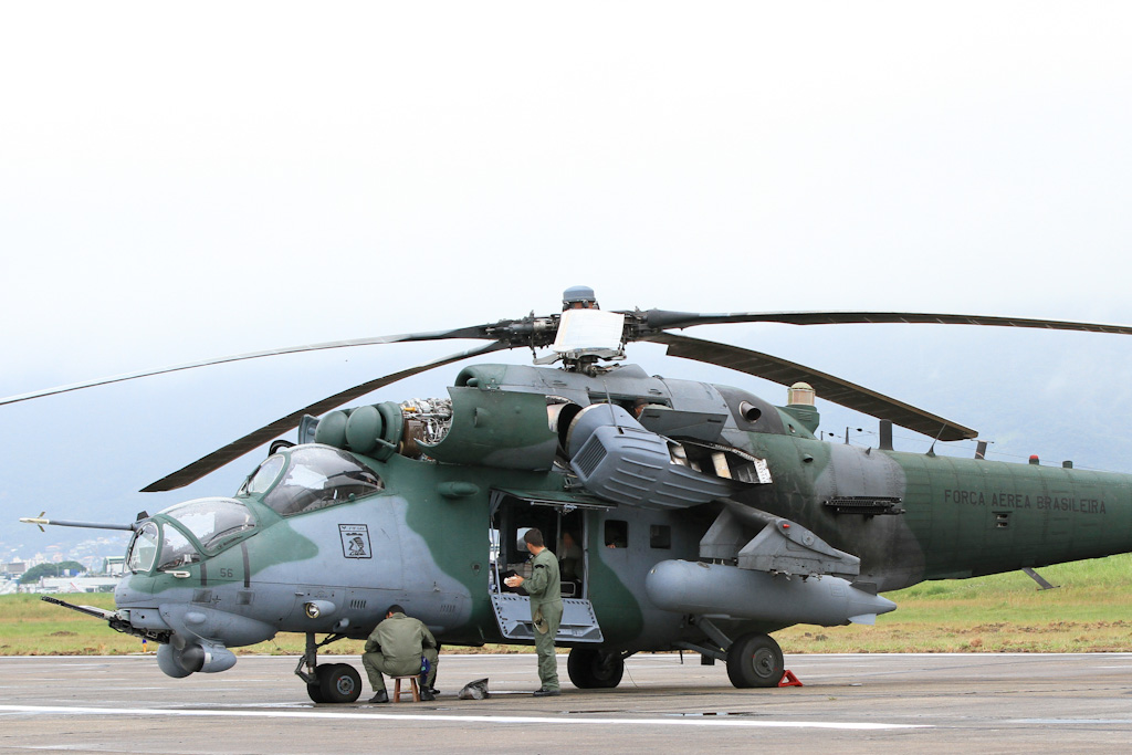 """Зараз з поставлених з РФ до Бразилії 12 гелікоптерів Мі-35М (AH-2 """"Sabre"""") реально може літати лише два-три, а всі інші стоять з причини технічної несправності та монопольно високих цін, що виставляються російськими компаніями"""