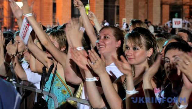 Слухачі на концерті Елтона Джона. - Зйомка 16 червня 2007 року. Київ. Фото: Укрінформ