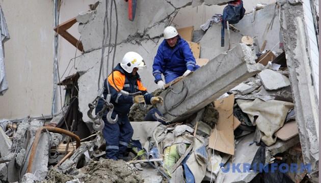Аварійно-рятувальні роботи на місці трагедії у Дніпропетровську.- Зйомка 15 жовтня 2007 року. Дніпропетровськ. Фото: Укрінформ