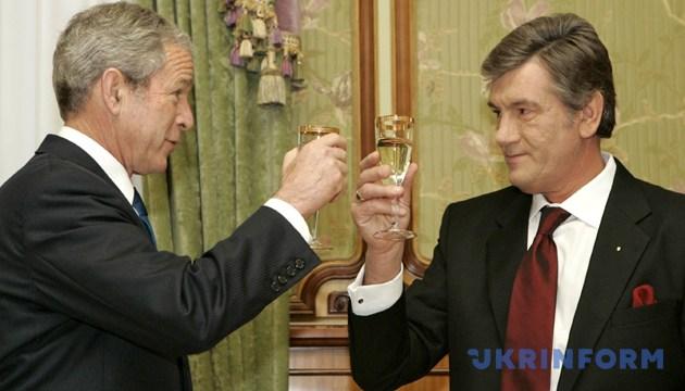Президент США Джордж Буш і Президент України Віктор Ющенко. Київ, 1 квітня 2008 року