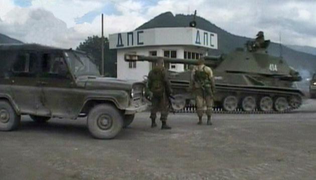 Російська бронетехніка у Південній Осетії.  Цхінвалі, 8 серпня 2008 року