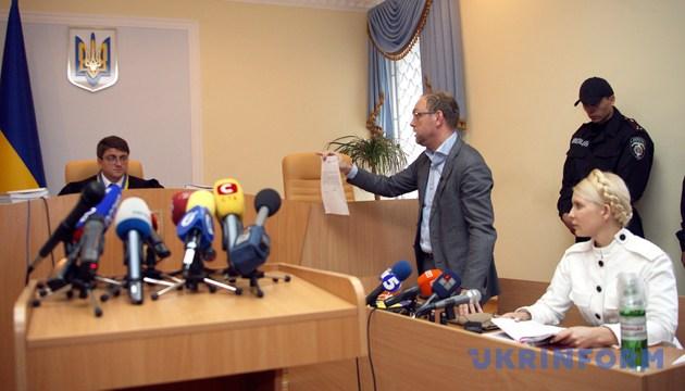 Юлія Тимошенко під час засідання Печерського районного суду. Київ, 29 червня 2011 року. Фото: Укрінформ
