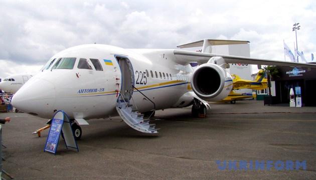 Літак українського виробництва Ан-158 на Міжнародному авіакосмічному салоні в Ле Бурже, Франція, 22 червня 2011 року. Фото: Укрінформ