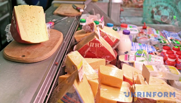 Твердий сир українського виробництва у магазині. Фото: Укрінформ