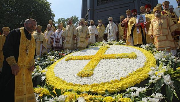 Священики біля пам'ятника князю Володимиру. Київ, 28 липня 2013 року. Фото: Укрінформ