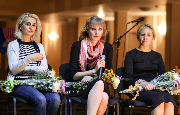 Тетяна Пліс (у центрі) на прем'єрі «Байок Сєвєра» в Сєверодонецьку