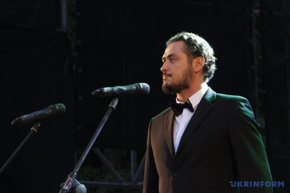 Оперний співак Олександр Цимбалюк