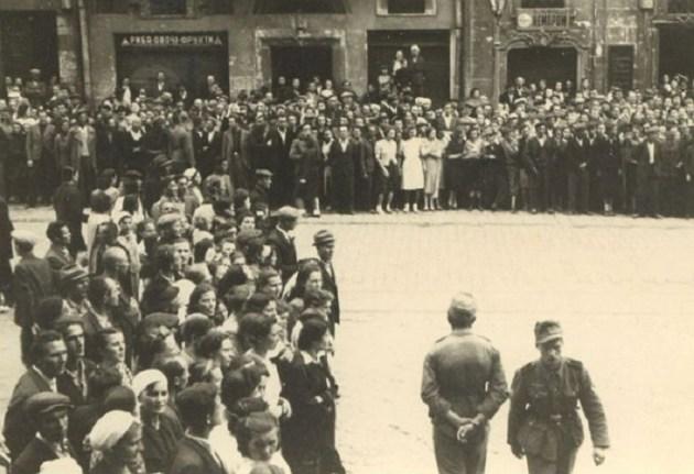 30 июня 1941 года. Львовяне в ожидании провозглашения Акта восстановления государственности. Фото: архив ЦИОД