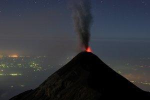 В Индонезии из-за вулкана Левотоло эвакуировали тысячи жителей